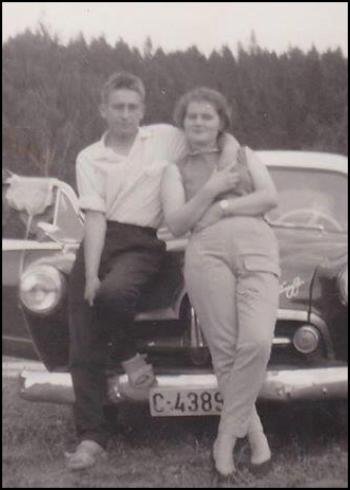 Erik og Mildred foran Henry J'en til Jensemann