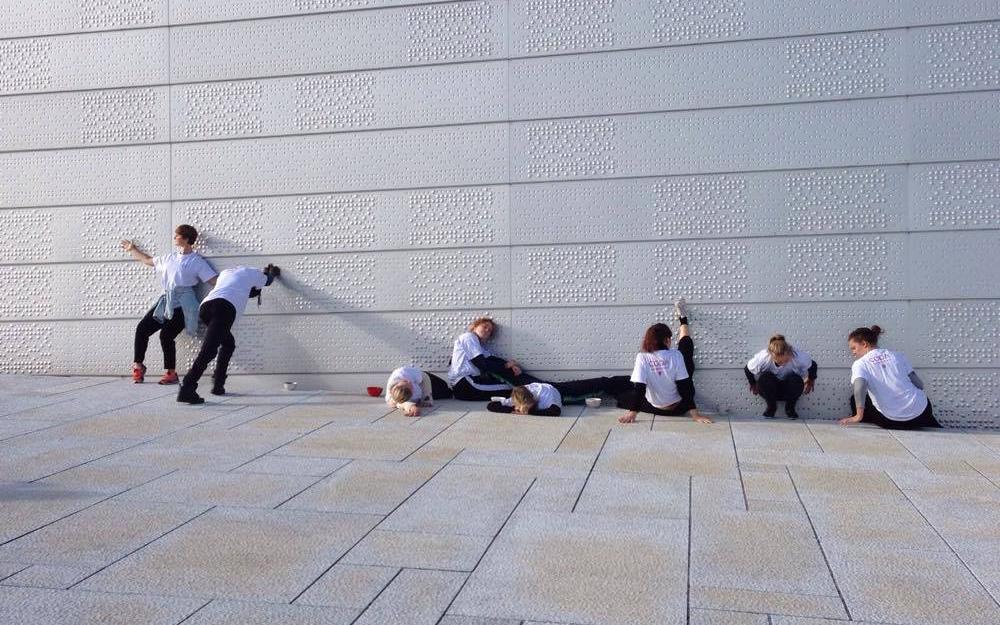 Studentene danser under CODA festival 2017