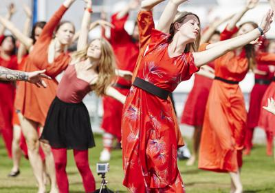 «Viser profesjonell dans på sosiale møtesteder»